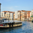BOAT ON THE GRAND CANAL OF VENICE — Stock Photo