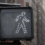 Pedestrian crosswalk sign in New York City — Stock Photo #8578112