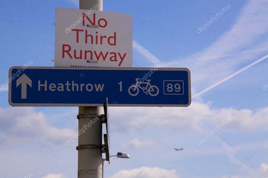Opposition against thrid runway on Heathrow Airport in London, UK — Stock Photo #10127064