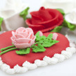 Cake with roses — Stock Photo
