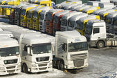 Sale of new and used heavy trucks in Moscow — Stock Photo