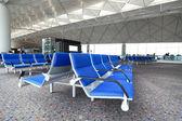 Řádek modré židle na letišti — Stock fotografie