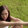 Girl sitting in Green Grass — 图库照片