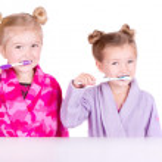 Two cute girls brushing teeth — Stock Photo