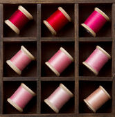 Vintage pink and red spools of thread — Stock Photo