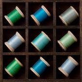 Vintage carretéis da linha em azul e verde — Foto Stock