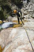 Ausbilder-canyoning — Stockfoto