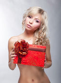 Luxurious blond naked girl with red gift box posing — Stock Photo
