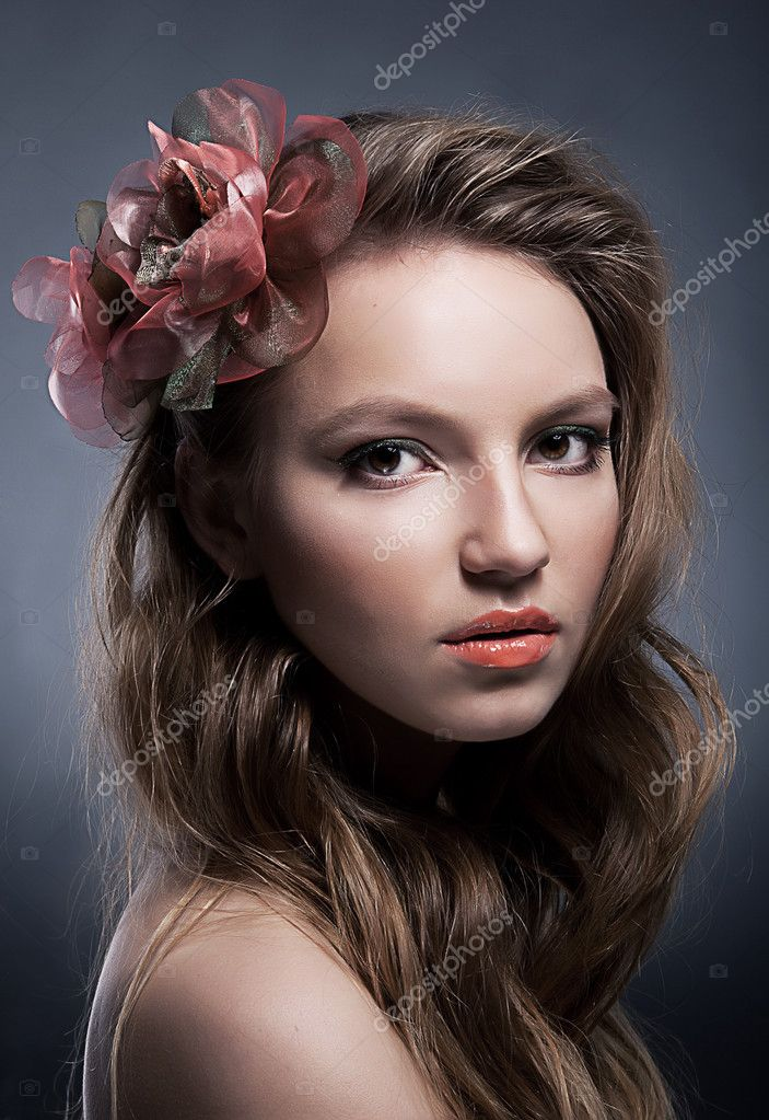 Portrait of young beautiful hair model with bow closeup studio shot — Stock Photo #8662311