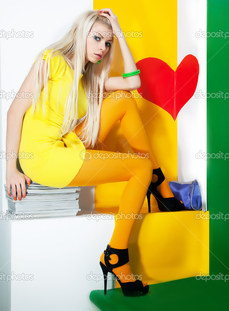 Beauty bright portrait of a fresh beautiful blonde fashion sexy mod — Stock Photo #9196384