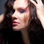 coiffure - portrait agrandi de charmante jeune femme — Photo