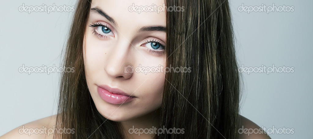 Sexy young woman  Natural spa beauty with pure clean skin  Natural make-up — Stock Photo #9706062