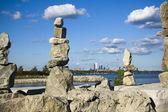 Rock formation and toronto skyline — Stock Photo
