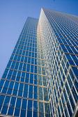 Tall skyscraper against sky; — Stock Photo