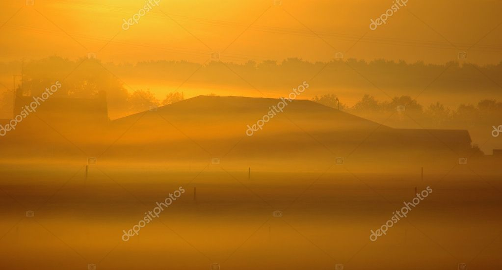 Misty sunrise in a autumn setting  — Foto Stock #8951083