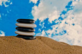 Five black and white stones stacked in a pile — Foto de Stock