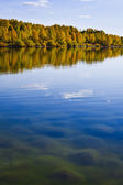 Autumn shoreline with beautiful clouds — Stock Photo