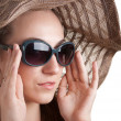 Woman in a hat and sunglasses — Stockfoto