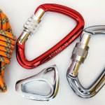 equipo - mosquetones y cuerda de escalada — Foto de Stock