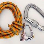 équipement d'escalade - mousquetons et corde — Photo