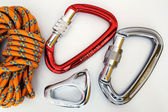 Climbing equipment - carabiners and rope — Stock Photo