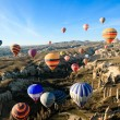 Hot air ballooning over the valley at Cappadocia, Turkey — Stock Photo #8629517