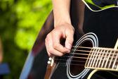 Gra na gitarze — Zdjęcie stockowe