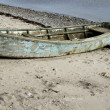 Old Dinghy on the Beach — Stock Photo