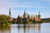 Frederiksborg kalesi içinde hillerod, danimarka — Stok fotoğraf