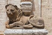 Detalhe de leão da Igreja la collegiata di san quirico d'Orcia, tus — Fotografia Stock