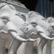 White elephants statue in Chiang Mai botanical garden, Thailand — Stock Photo