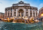Fontana Trevi - the most famous of Rome's fountains in the world — Stock Photo