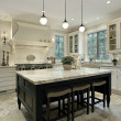 Kitchen with granite countertops - Zdjęcie stockowe