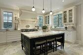 Cozinha com bancadas em granito — Foto Stock