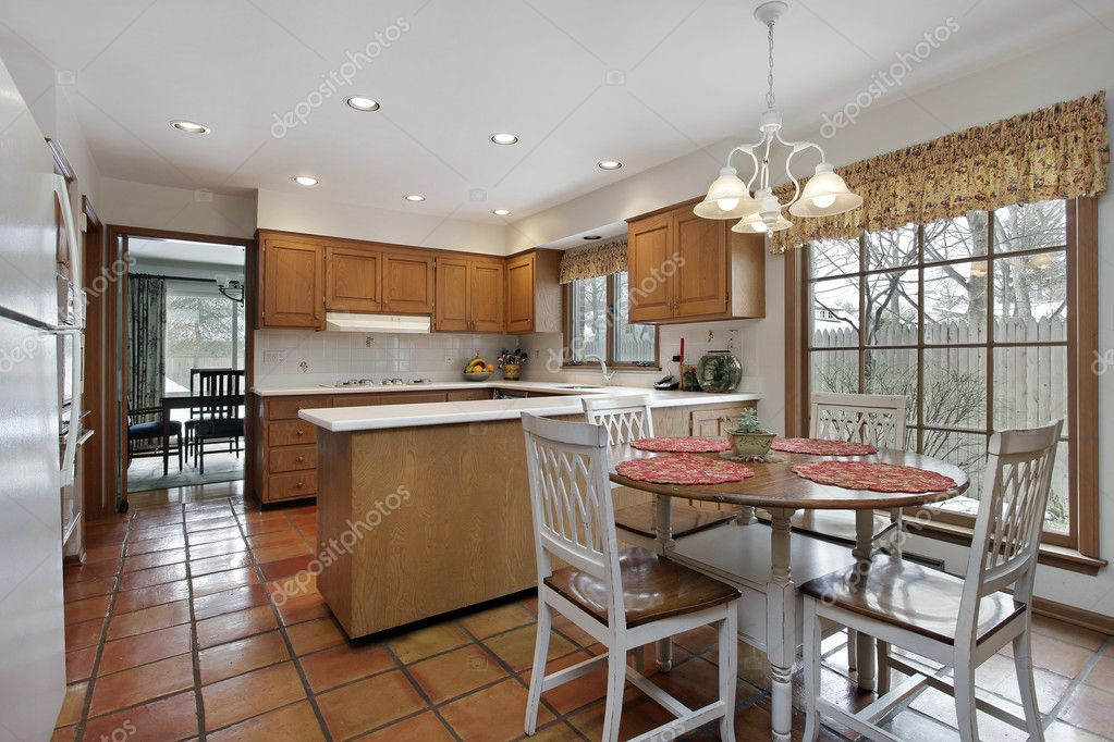 Cocina con pisos de terracota foto de stock lmphot for Pisos de cocinas rusticas