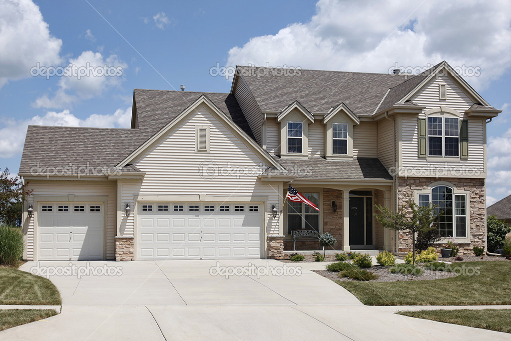 Home With Three Car Garage Stock Photo Lmphot 8656838