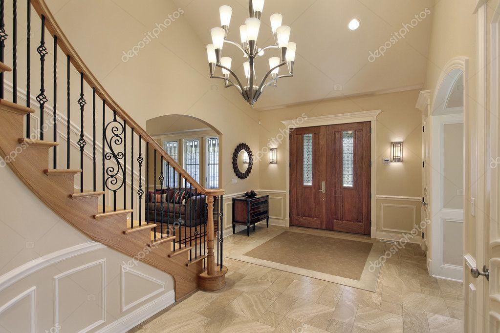 Hall de entrada con escalera curva foto de stock - Escaleras de casas de lujo ...