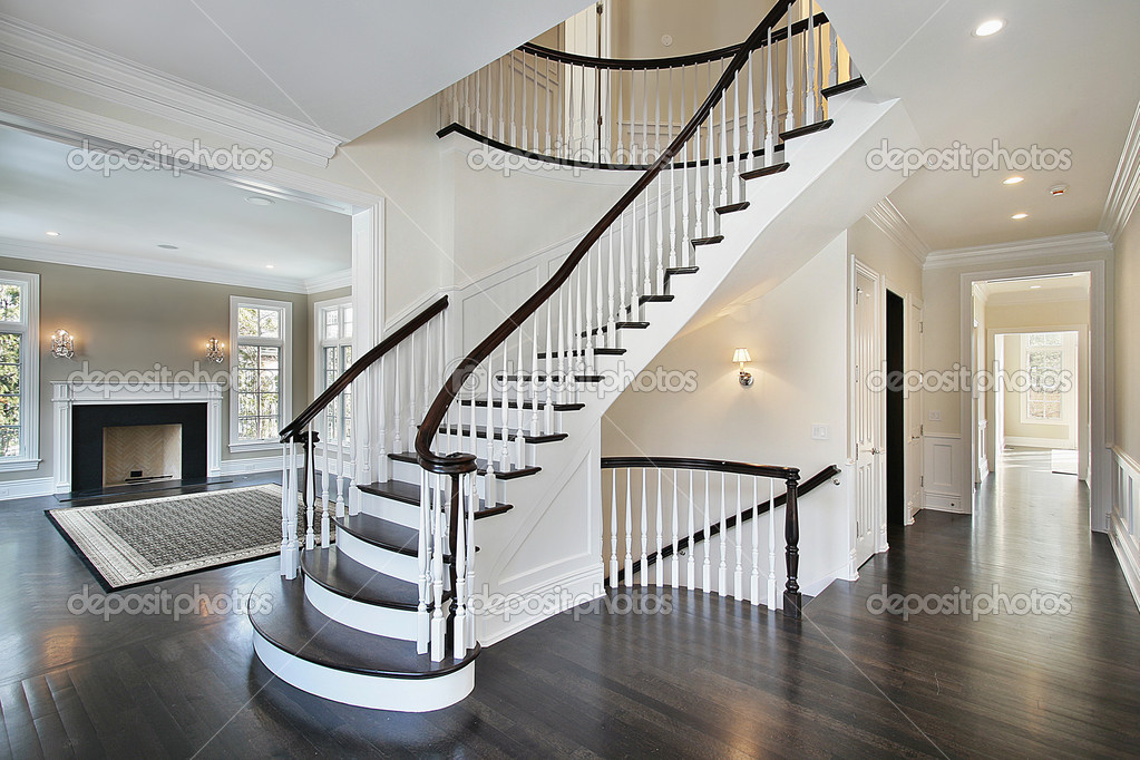 Hall d 39 accueil avec escalier courbe photo 8657560 - Entree de maison avec escalier ...