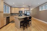 Cocina con gabinetes de roble — Foto de Stock
