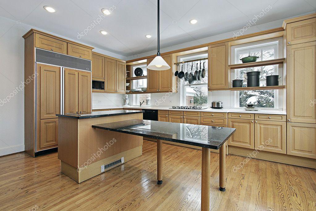 isola Marmo decorazione cucina : Scarica - Cucina con mobili in legno rovere e marmo isola ? Immagini ...