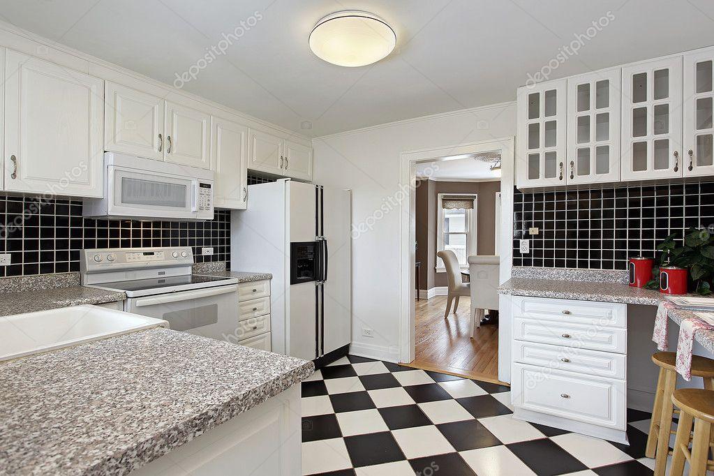 Keuken met dambord vloer — Stockfoto © lmphot #8669733