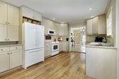 Cucina con sala da pranzo vista — Foto Stock