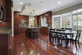 Keuken met cherry houten vloeren — Stockfoto