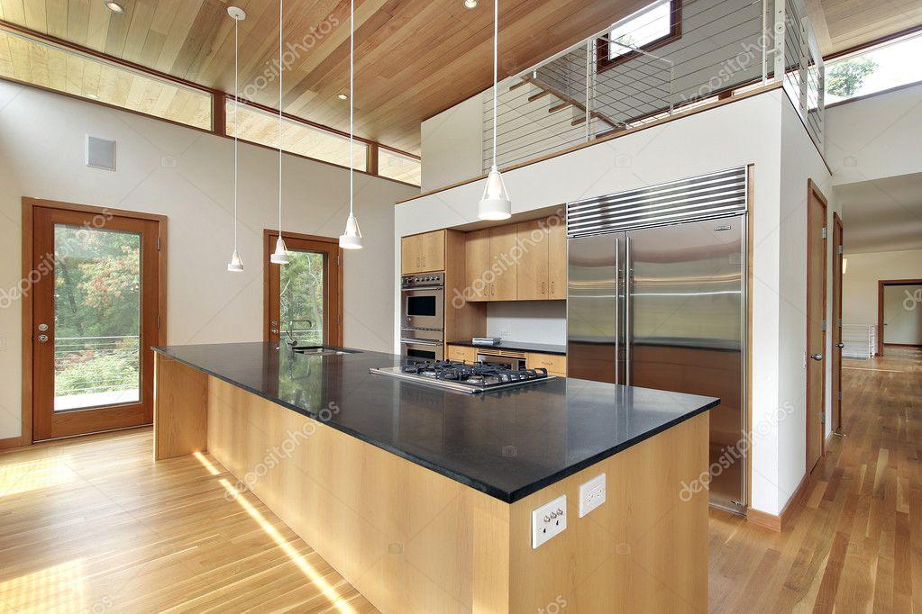 Keuken met zwart granieten eiland — stockfoto © lmphot #8671124