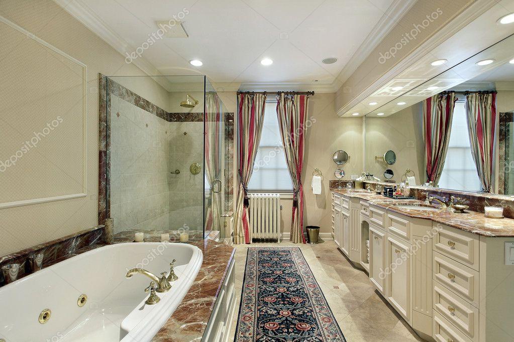 Bagno padronale in casa di lusso — foto stock © lmphot #8677578