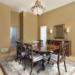 Dining room with tan walls - Stockfoto