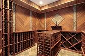 Cave à vin avec plusieurs grilles — Photo