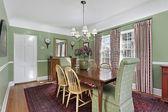Yeşil duvar ile yemek odası — Stok fotoğraf