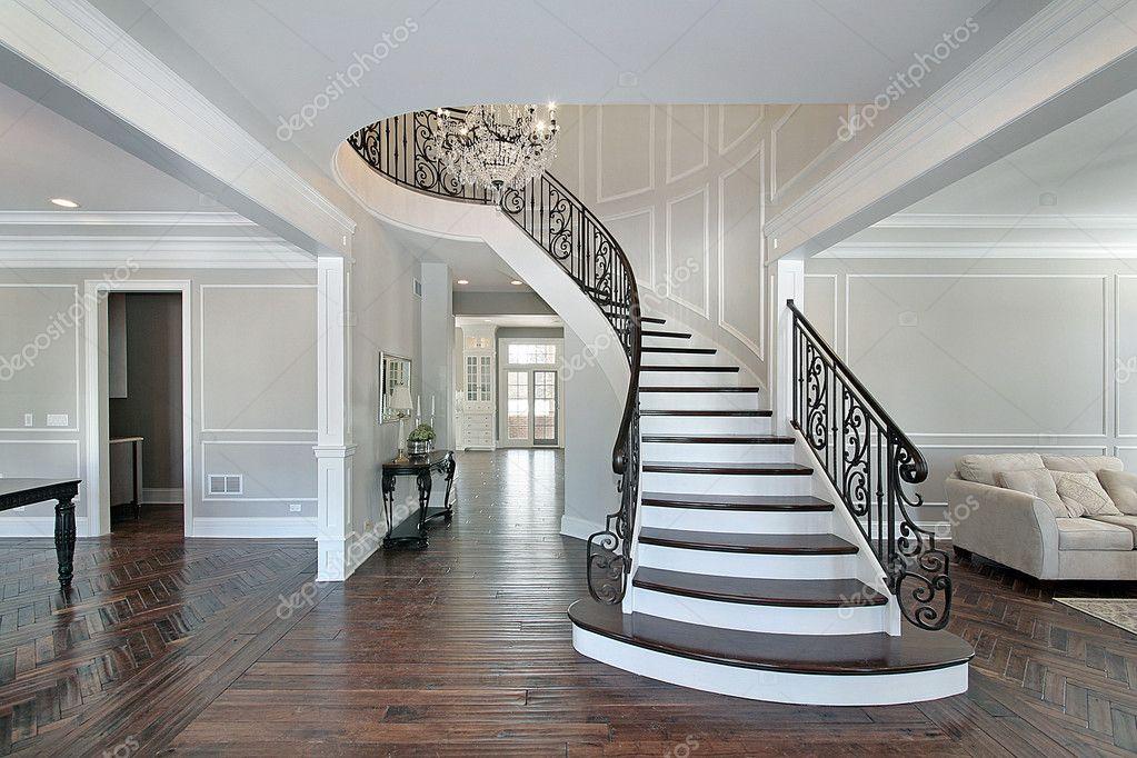 Hall de entrada com escada curva — Fotografias de Stock ...