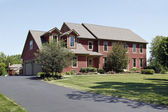 Haus mit roten abstellgleis — Stockfoto